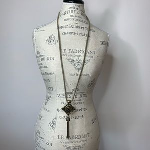 Gold/brass colored necklace and pendant